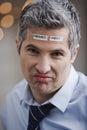 Portrait d un homme d affaires avec code barres sur le front regardant l appareil photo Photographie stock libre de droits