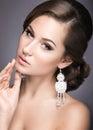 Portrait d une belle femme dans l image de la jeune mariée Images stock