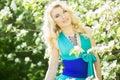 Portrait d une belle jeune femme blonde avec de longs cheveux Photographie stock libre de droits