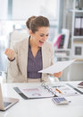 Portrait of happy business woman at work in office Royalty Free Stock Photography