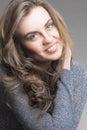 Portrait naturel de jeune femme caucasienne de brune Photos libres de droits