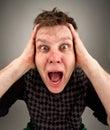 Portret van de gillende verraste mens Stock Foto's