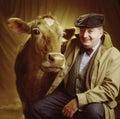 Portret van de mens met koe Stock Afbeelding