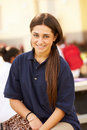 Portret van vrouwelijke middelbare schoolstudent wearing uniform Stock Fotografie