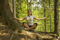 Position de yoga en nature Images stock