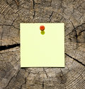 Post-it note on tree trunk Royalty Free Stock Photos