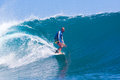 Practicar surf una resaca area indonesia de wave gland Fotos de archivo