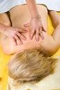 Première vue de femme aînée au massage Images libres de droits