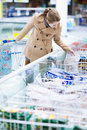 Pretty youman buying groceries in a supermarket Royalty Free Stock Photography