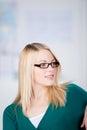 Primo piano di giovane donna di affari looking away Fotografia Stock Libera da Diritti