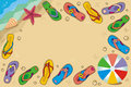 Priorità bassa pagina di vacanza della spiaggia con i flip-flop Fotografia Stock