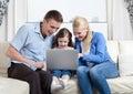 Problem-free οικογενειακό γέλιο Στοκ εικόνα με δικαίωμα ελεύθερης χρήσης