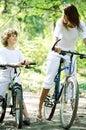 Promenade à vélo en  foret Royalty Free Stock Images