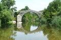 Puente genoese de spin a cavallu sobre el río rizzanese cerca de sartene Fotos de archivo