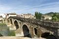 Puente la reina bridge över den arga floden puente lareina navarra spanien Arkivfoton