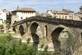 Puente la reina bridge över den arga floden puente lareina navarra spanien Arkivfoto