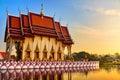 Punto di riferimento della tailandia wat phra yai temple sunset viaggio turismo Fotografie Stock
