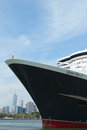 Queen mary cruiseschip bij de cruiseterminal die van brooklyn wordt gedokt Royalty-vrije Stock Foto's