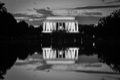 Réflexion de lincoln memorial et de miroir en noir et blanc washington dc etats unis Photos stock