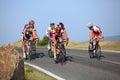 Radfahrer, die aufwärts in Cindrel Berge, Karpaten-Berge reiten Stockfoto