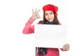 Ragazza asiatica con il segno rosso dello spazio in bianco di manifestazione del cappello di natale ed il segno giusto Fotografia Stock
