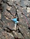 Ragazzo che si arrampica sulla corda Immagine Stock Libera da Diritti