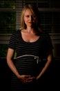 Recht schwangere dame wearing black dress Lizenzfreies Stockbild