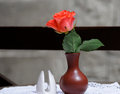 Red rose in vase single a Royalty Free Stock Photography