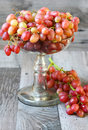 Red seedless grapes in a vase Stock Images