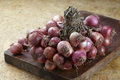 Red shallot onions a group on old chopping Royalty Free Stock Photo
