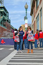 Red sox wachluje blisko fenway parka na kwietniu w boston usa Fotografia Royalty Free