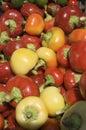 Červené a žlté papriky
