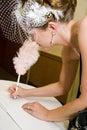 Registo de assinatura do casamento da noiva Fotografia de Stock Royalty Free