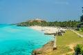 Reizend breite offene ansicht von ruhigem ozean herrlicher weißer sand palm beach Lizenzfreie Stockfotografie