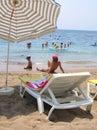 Resto en la playa del mar Fotos de archivo libres de regalías