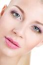Retrato da mulher bonita com a flor da orquídea em seu cabelo woman face modelo bonito pele perfeita make up makeup profissional Fotos de Stock Royalty Free