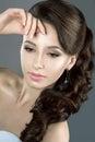 Retrato de uma mulher bonita em um vestido de casamento na imagem da noiva Foto de Stock Royalty Free