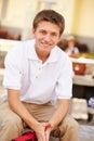 Retrato del estudiante masculino wearing uniform de la high school secundaria Imagenes de archivo