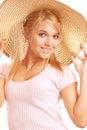 Retrato del straw-hat de la muchacha que desgasta hermosa Imágenes de archivo libres de regalías
