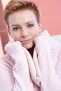 Retrato do Close-up da mulher nova de sorriso Foto de Stock