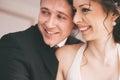 Ritratto della coppia sposata felice nella sala Fotografia Stock