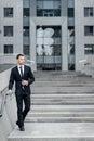 Riuscito uomo d affari cheerful young men nella conversazione di formalwear Immagini Stock Libere da Diritti