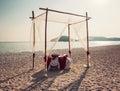 Romantischer abendtisch auf dem strand Stockfoto