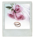 Rose bouquet with wedding rings Royalty Free Stock Photos