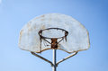 Rostiges Basketballnetz Stockfotos