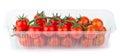 Roter cherry tomatoes im kunststoffgehäuse Stockfoto