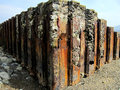 Rusty sea defences galles Immagine Stock