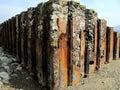 Rusty sea defences galles Immagine Stock