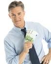 Säkra sedlar för affärsmanshowing one hundred euro Arkivbild