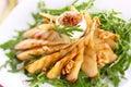 Salat mit gebratenen Birnen, Walnüssen und Ziegekäse Stockbild